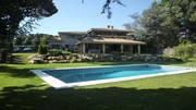 Красивая вилла с бассейном на побережье под Барселоной
